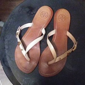 TORY BURCH. CREAM THONG SANDALS SZ 6